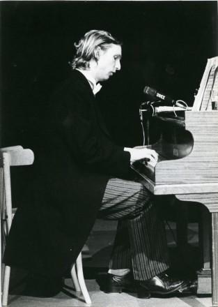 cabaret 'Kopf im Sand' in vooroorlogse stijl 1980